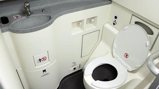Thi thể một em bé sơ sinh được phát hiện trong toilet máy bay của hãng Qatar Airways. Ảnh minh họa: RAPPLER