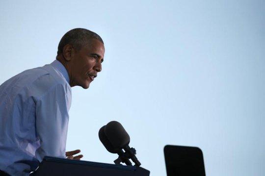 Ông Obama phát biểu tại một cuộc mít-tinh ở TP Greensboro, bang Bắc Carolina hôm 11-10. Ảnh: REUTERS
