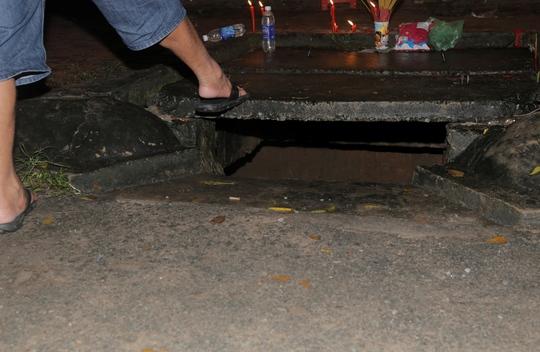 Miệng hố ga (nơi cháu Hiếu bị cuốn vào) hở khoảng 30 cm, không có lưới sắt.