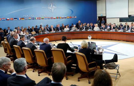 Cuộc họp bộ trưởng quốc phòng NATO diễn ra tại Brussels hôm 26-10. Ảnh: Reuters