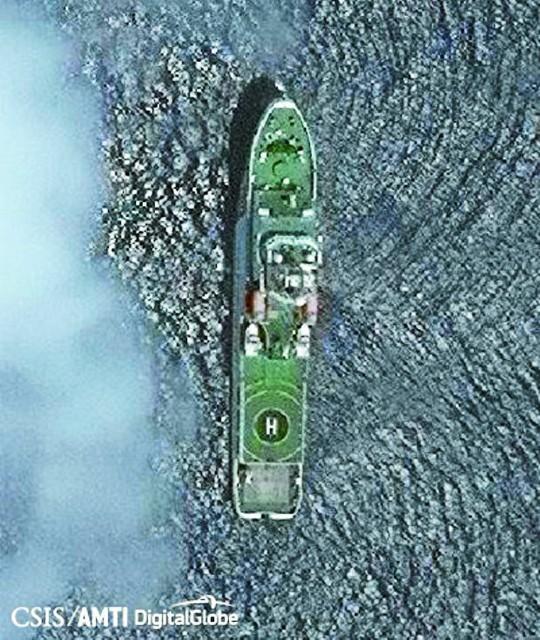 Ảnh tàu tuần duyên Trung Quốc gần bãi cạn Scarborough do AMTI công bố. Ảnh: AMTI