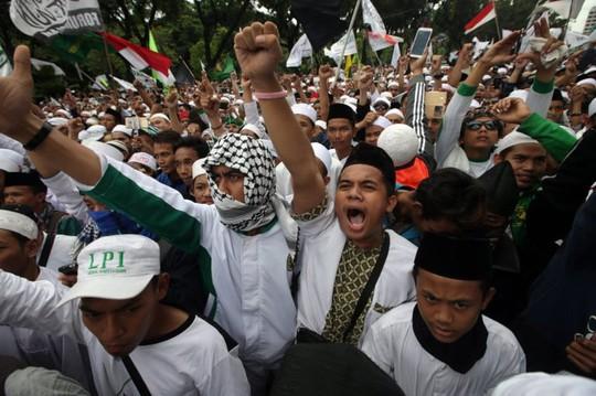 Hàng chục ngàn người Hồi giáo biểu tình ngày 4-11. Ảnh: EPA