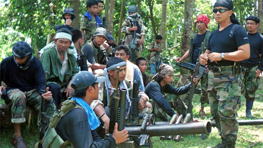 Các tay súng của nhóm Hồi giáo cực đoan Abu Sayyaf ở Philippines. Ảnh: AP