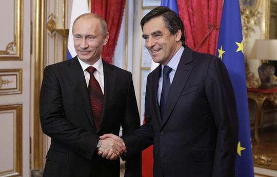 Tổng thống Putin (trái) và cựu Thủ tướng Pháp Fillon. Ảnh: GOVERNMENT.RU
