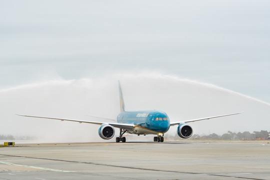 Nghi lễ chào đón máy bay khai trương theo thủ tục hàng không tại sân bay Tullamarine sáng nay - Ảnh: Ngọc Hằng