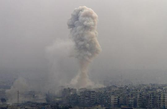 Chiến sự tại TP Aleppo ngày 5-12. Ảnh: REUTERS