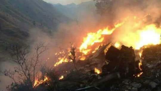 Đám cháy gây ra sau khi máy bay rơi xuống mặt đất. Ảnh: SKY NEWS