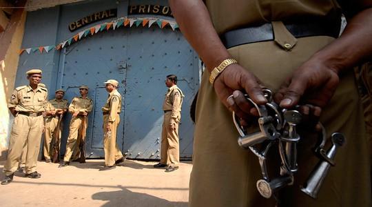 Cảnh sát Ấn Độ vừa ghi nhận thêm một vụ cưỡng hiếp một bé gái 10 tuổi. Ảnh: REUTERS