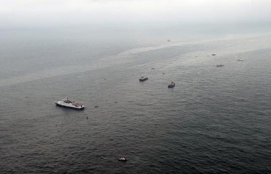 Lực lượng cứu hộ Nga tại biển Đen. Ảnh: EPA
