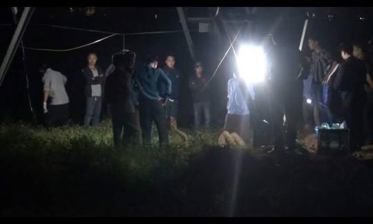 Người dân bất ngờ phát hiện thi thể anh Nguyễn Văn L. ngoài đồng
