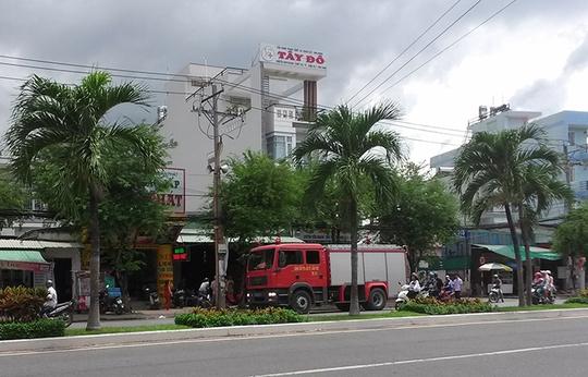 Xe chữa cháy có mặt kịp thời để khắc phục việc hãng nước đá xả khí độc ra môi trường