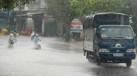Trước đó, trưa 26-9 một số tuyến đường nội ô TP Đà Lạt cũng ngập nặng trong nước mưa.