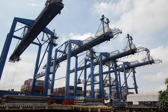 Sự thiếu đồng bộ về hạ tầng giao thông vận tải là một trong những nguyên nhân khiến ngành logistics Việt Nam thiếu tính cạnh tranh Ảnh: Hoàng Triều
