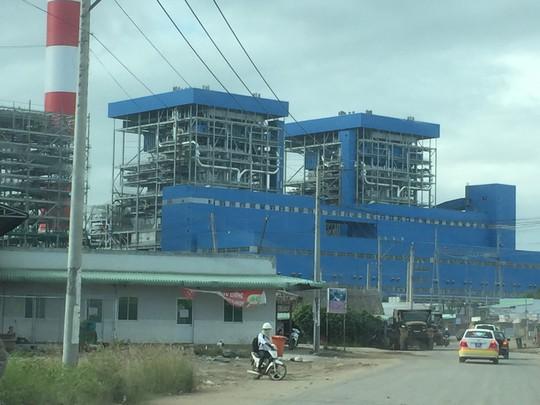 Dù ảnh hưởng đến môi trường nhưng nhiệt điện than vẫn tập trung phát triển. Trong ảnh: Nhà máy nhiệt điện sử dụng than ở Trà Vinh Ảnh: CA LINH