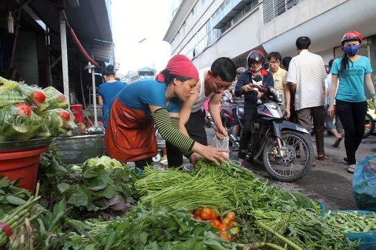 Sản lượng giảm, giá rau tăng mạnh ở TP HCM Ảnh: HOÀNG TRIỀU