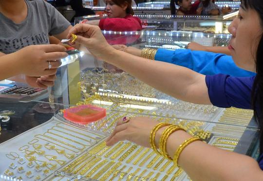 Doanh nghiệp có thể nhập nguyên liệu sản xuất vàng trang sức theo quy định của Ngân hàng Nhà nước Ảnh: TẤN THẠNH