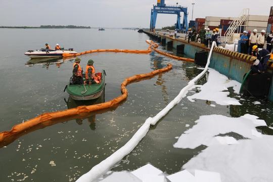 Quảng Nam ứng phó sự cố tràn dầu