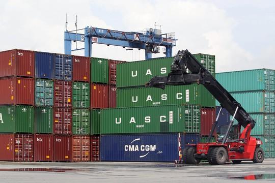Hàng hóa xuất nhập khẩu tại cảng Cát Lái, TP HCM Ảnh: HOÀNG TRIỀU