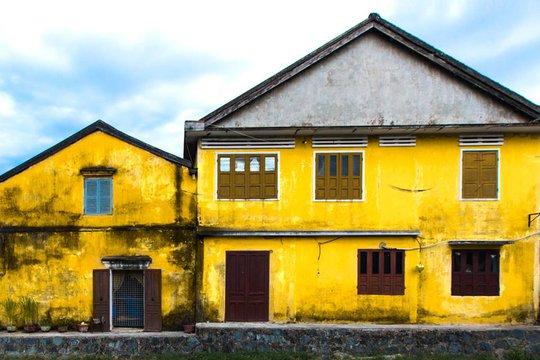 Những tòa nhà màu vàng đặc trưng của Hội An. Ảnh: Réhahn Croquevielle