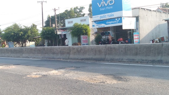Cận cảnh đường ngàn tỉ ở Quảng Nam vừa sử dụng đã hư