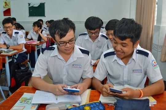 Học sinh lớp 12 Trường THPT Bùi Thị Xuân (TP HCM) trong giờ học chuẩn bị cho kỳ thi THPT quốc gia 2017 Ảnh: TẤN THẠNH