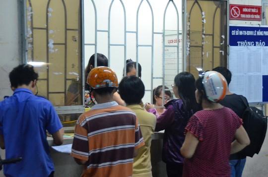 Đăng ký học thêm tại một trung tâm bồi dưỡng văn hóa Ảnh: TẤN THẠNH