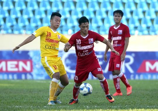 Lâm Ti Phông (10) của Sanna Khánh Hòa hiểu quá rõ lối chơi của U21 HAGL nên tự tin sẽ giành chiến thắng ở bán kết giải U21 quốc gia
