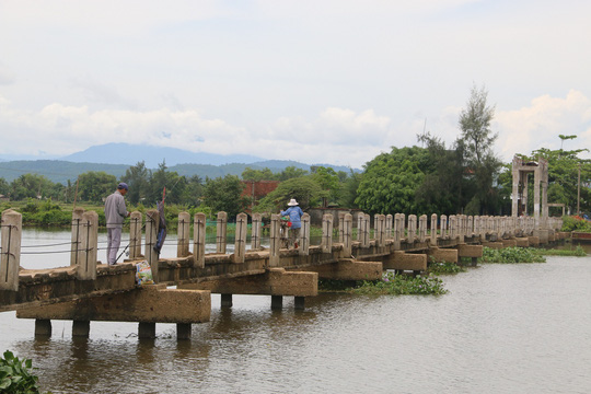 Tuy nhiên, nhiều năm trở lại đây, cây cầu này không còn phục vụ mục đích thủy lợi nữa mà được người dân địa phương xem cây cầu như một tuyến đường lưu thông từ xã Tam Tiến ra Quốc lộ 1 và ngược lại.