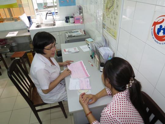 Tư vấn cho thai phụ tại Trung tâm Chăm sóc sức khỏe sinh sản TP HCM