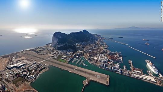 Hãng hàng không Royal Air Maroc dùng máy bay ATR-72 chở khách. Ảnh: Gibraltar Tourist Board