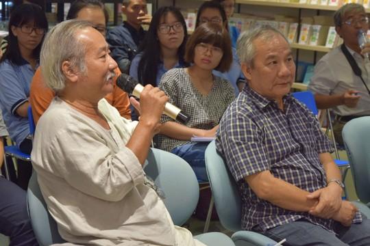 Đạo diễn Nguyễn Vinh Sơn phát biểu trong buổi hội thảo