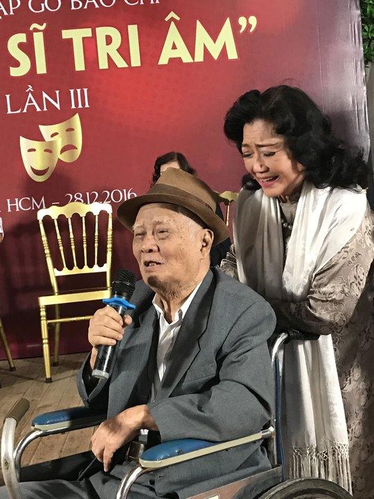 """Nhạc sĩ Nguyễn Văn Tý xúc động nói: """"Tấm lòng của nghệ sĩ Kim Cương đối với văn nghệ sĩ chúng tôi đáng quý biết bao"""""""