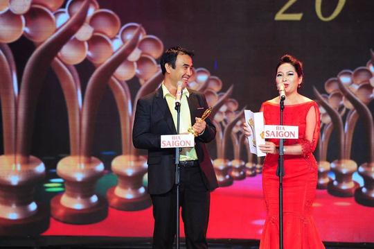 """Nghệ sĩ Quyền Linh nhận giải MC được yêu thích nhất trong lễ trao giải Mai Vàng lần thứ 20- 2014"""" (Ảnh: Ban Tổ chức)"""