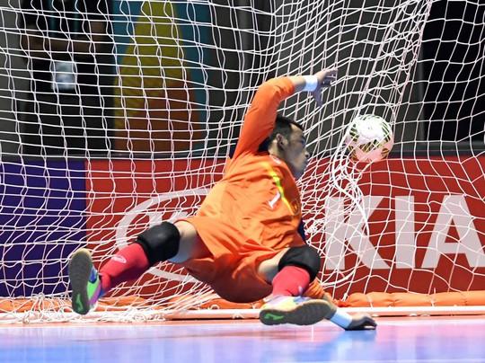 Thủ môn Đình Thuận 7 lần vào lưới nhặt bóng