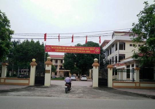 UBND huyện Nho Quan (Ninh Bình), được doanh nghiệp tự nguyện tặng cho 1 chiếc xe sang do thấy lãnh đạo đi làm nhiệm vụ khó khăn