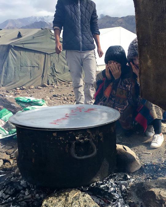 Nấu cơm trên núi