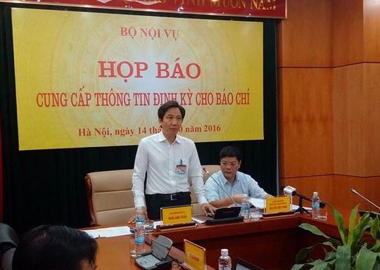 Ông Trần Anh Tuấn, Thứ trưởng Bộ Nội vụ, chủ trì họp báo