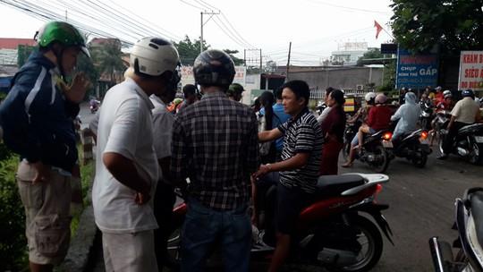 Khi vụ việc lùm xùm xảy ra, người dân tập trung rất đông ở khu vực phòng khám