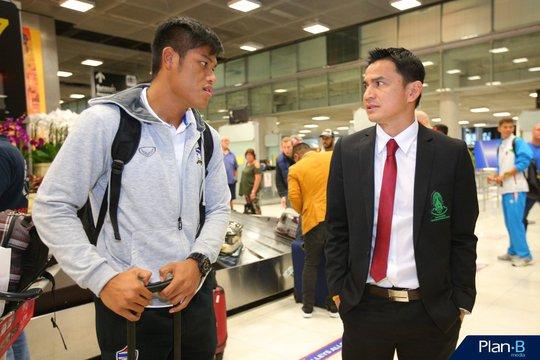 Thầy trò HLV Kiatisuk vẫn tham dự AFF Suzuki Cup 2016 nhưng sẽ không đá trên sân nhà Thái Lan nếu vào bán kết