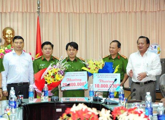 Công an quận Hải Châu được UBND TP Đà Nẵng thưởng nóng 20 triệu đồng vì thành tích bắt băng nhóm đòi nợ thuê