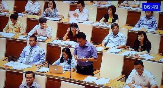 Các đại biểu tại phiên thảo luận trên hội trường QH sáng 24-10