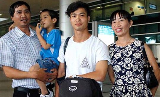 Công Phượng - Tuấn Anh về đến Việt Nam