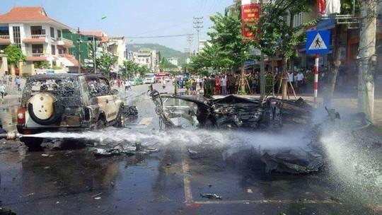 Hiện trường sau vụ nổ xe taxi ở TP Cẩm Phả, Quảng Ninh