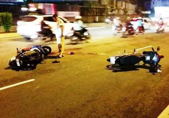 Hiện trường vụ hai xe máy tông nhau trên đường Phạm Văn Đồng