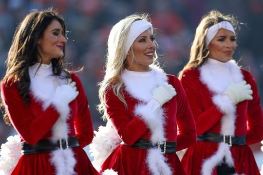 Những cheerleader gợi cảm nhất Giáng sinh 2016