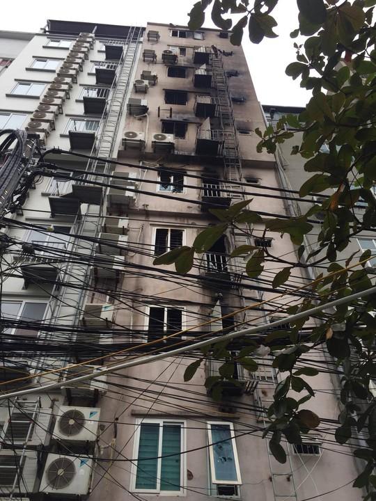 Mặt sau các ngôi nhà bị cháy