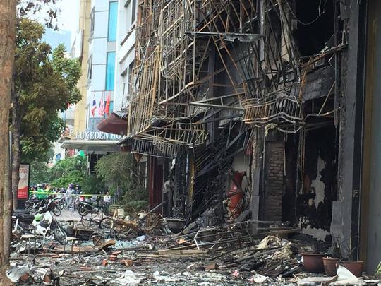 Mặt trước các ngôi nhà bị cháy