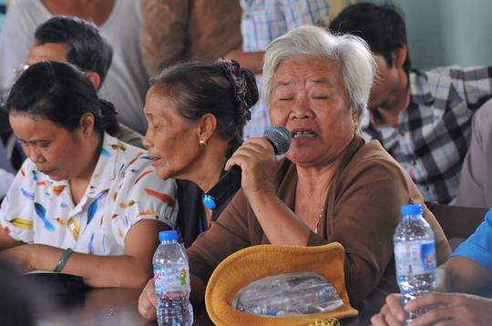 Người dân ấp Tân Cang, xã Phước Tân kéo lên xã đòi điện