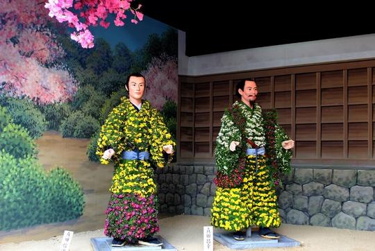 Với chủ đề thay đổi qua mỗi năm, trong 3-4 năm trở lại đây, lễ hội hoa cúc tại đền Kasama Ina không chỉ thu hút người Nhật mà còn chào đón du khách nước ngoài như Thái Lan, Hồng Kông…