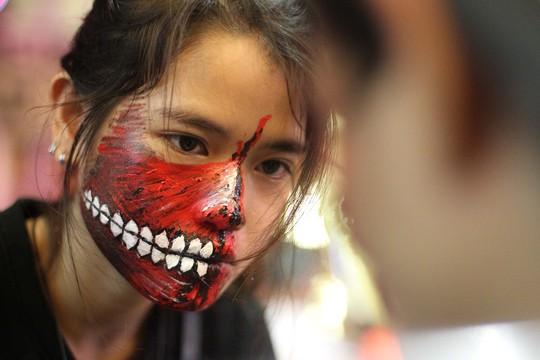 """Có lẽ """"phố Tây"""" Bùi Viện là nơi có nhiều ma nhất trong đêm Halloween"""